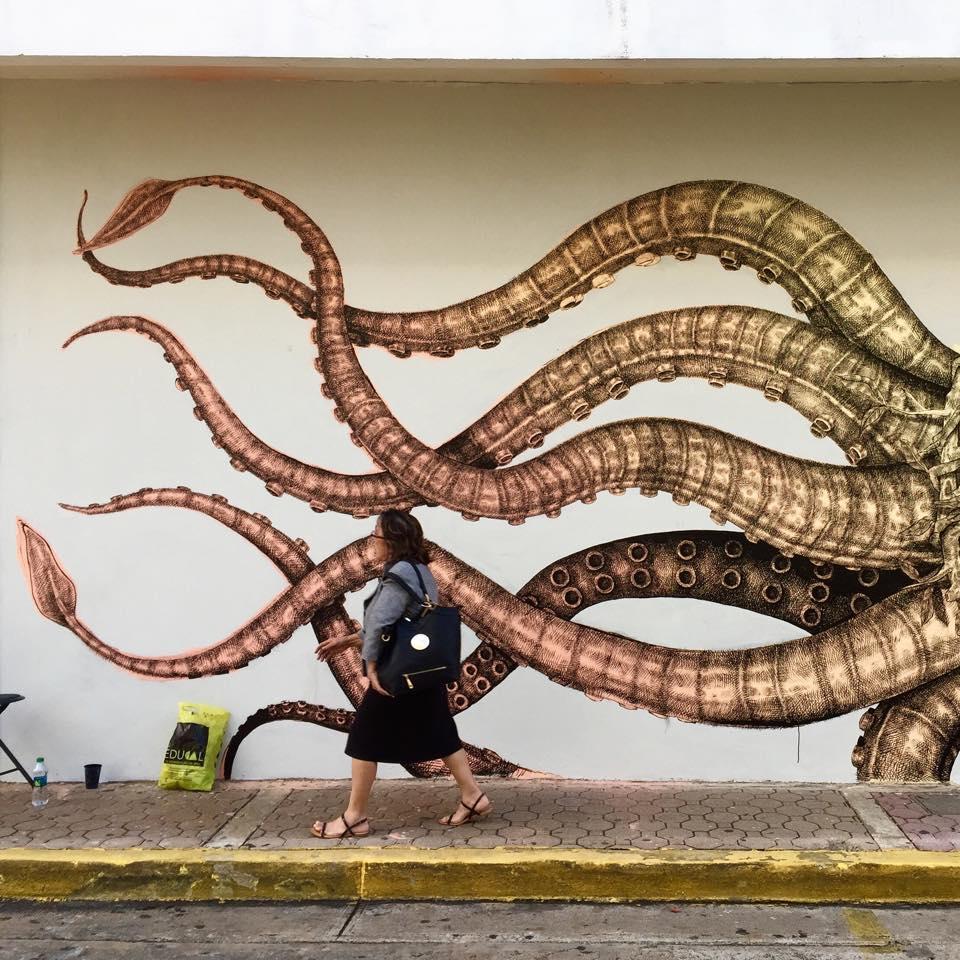 street-art-murali-dipinti-animali-ibridi-surreali-alexis-diax-8