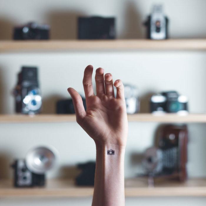 tatuaggi-piccoli-minimalisti-polso-sfondo-austin-tott-01
