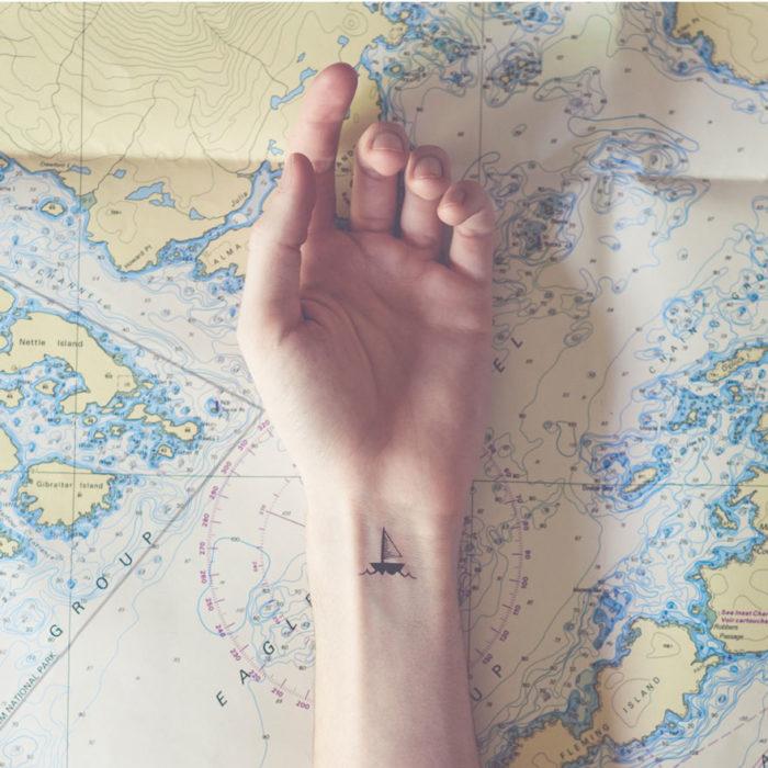 tatuaggi-piccoli-minimalisti-polso-sfondo-austin-tott-03