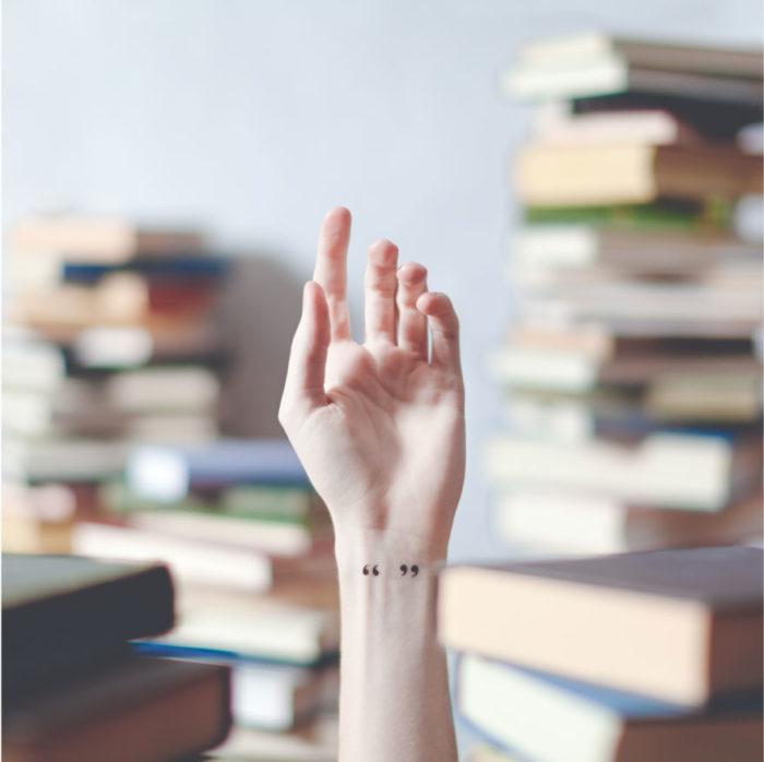 tatuaggi-piccoli-minimalisti-polso-sfondo-austin-tott-10