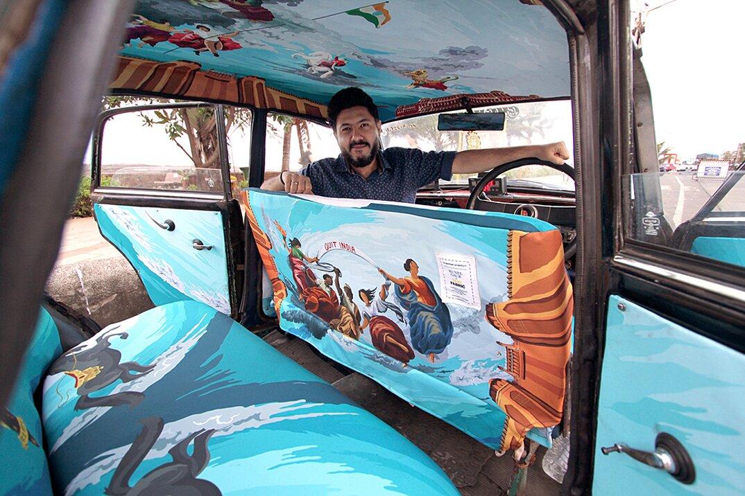 taxi-mumbai-tappezzeria-interni-colorati-disegni-artistici-taxi-fabric-02
