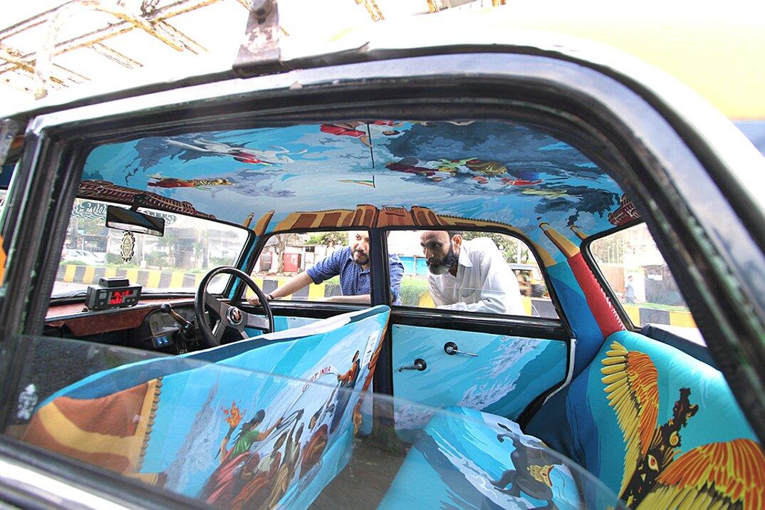taxi-mumbai-tappezzeria-interni-colorati-disegni-artistici-taxi-fabric-03