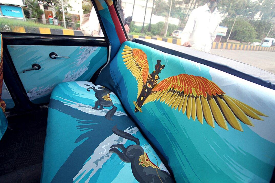 taxi-mumbai-tappezzeria-interni-colorati-disegni-artistici-taxi-fabric-04