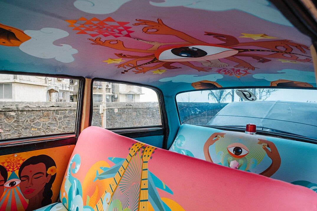 taxi-mumbai-tappezzeria-interni-colorati-disegni-artistici-taxi-fabric-05