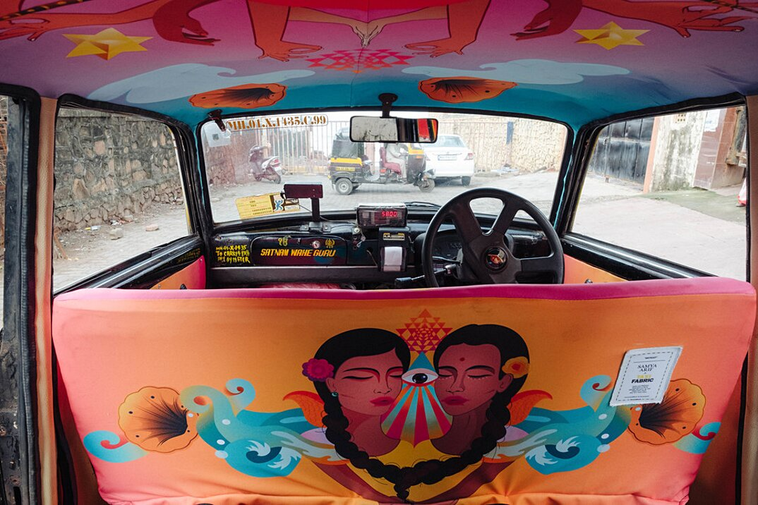 taxi-mumbai-tappezzeria-interni-colorati-disegni-artistici-taxi-fabric-07
