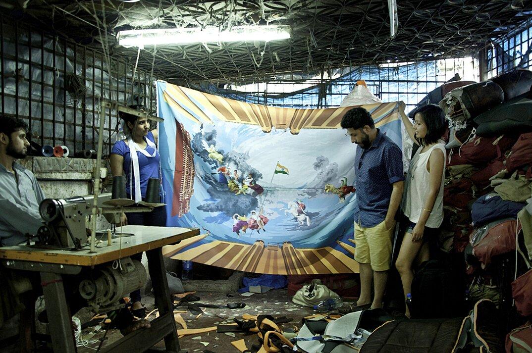 taxi-mumbai-tappezzeria-interni-colorati-disegni-artistici-taxi-fabric-12