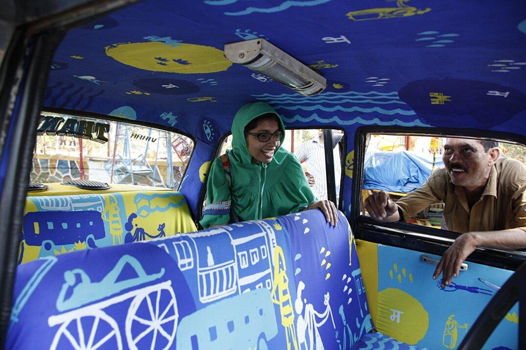 taxi-mumbai-tappezzeria-interni-colorati-disegni-artistici-taxi-fabric-13