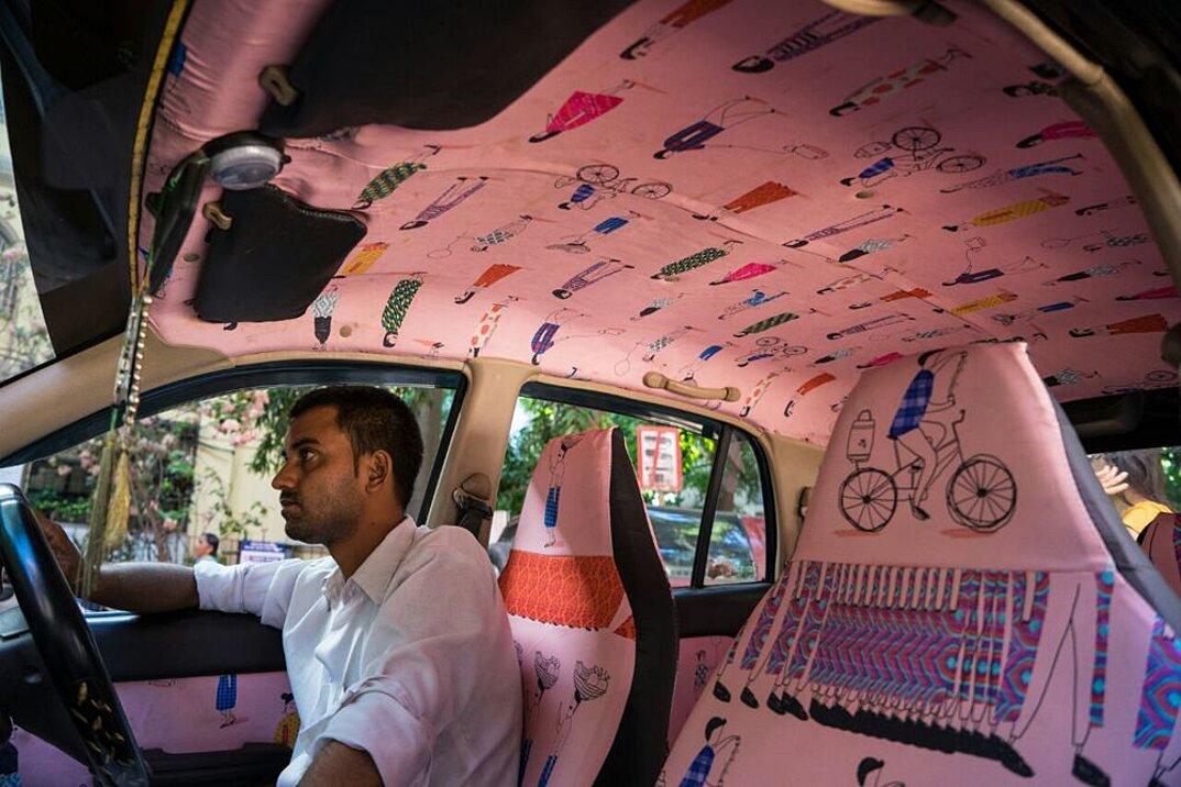taxi-mumbai-tappezzeria-interni-colorati-disegni-artistici-taxi-fabric-17