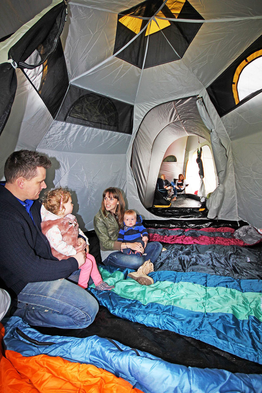 tende-campeggio-modulari-tunnel-pod-jason-thorpe-m2c-1