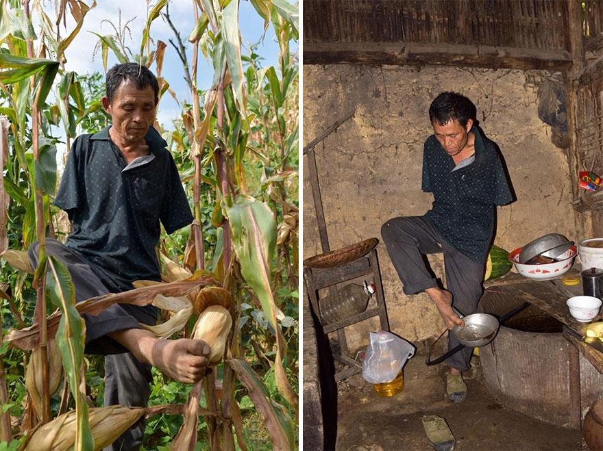uomo-senza-braccia-imbocca-madre-malata-con-bocca-cina-chen-xinyin-08