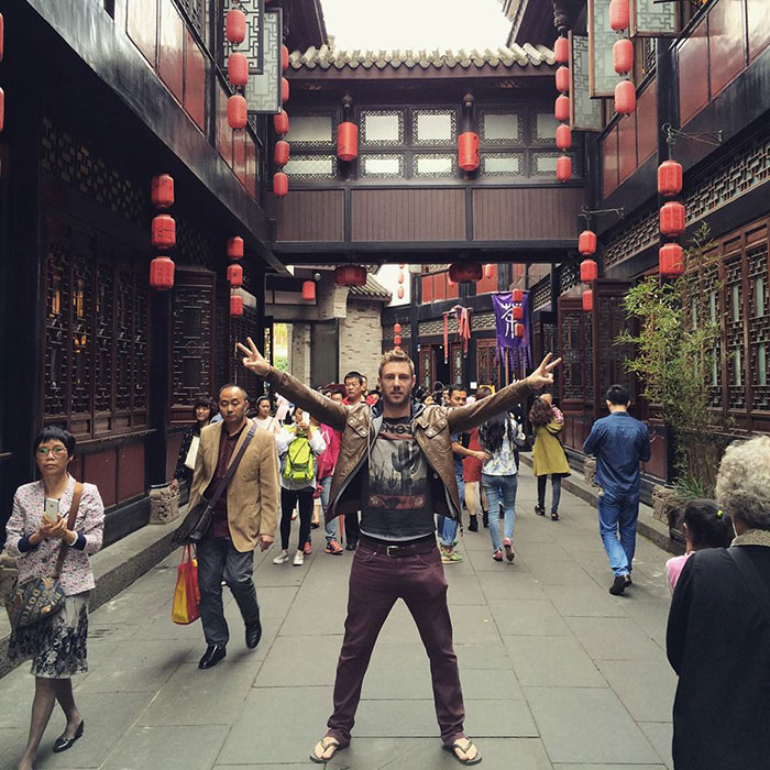 uomo-viaggiando-guadagna-milione-Jhonny-Ward-step4ward-27