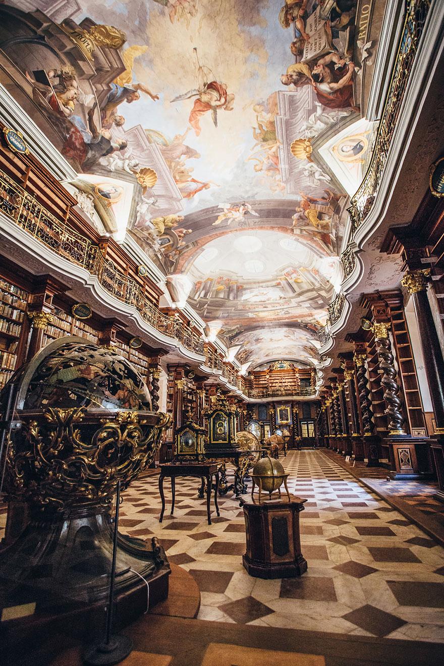 biblioteca-gesuita-barocca-praga-klementinum-5