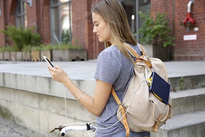 carica-batteria-cellulare-smartphone-torcia-elettrica-energia-solare-little-sun-charge-2