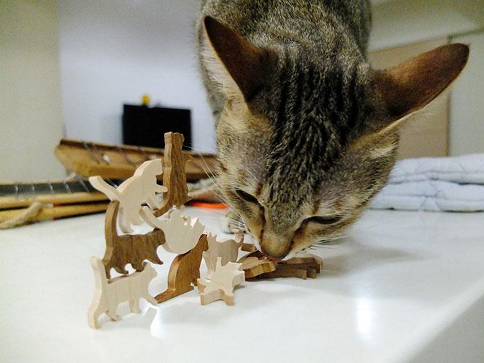 cat-jenga-gioco-pila-gatti-comma-2