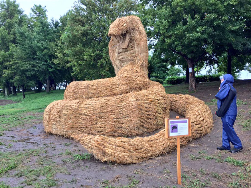 dinosauri-giganti-sculture-paglia-wara-art-festival-niigata-giappone-09