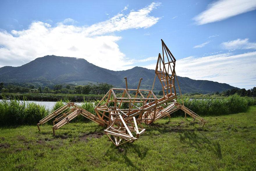 dinosauri-giganti-sculture-paglia-wara-art-festival-niigata-giappone-13