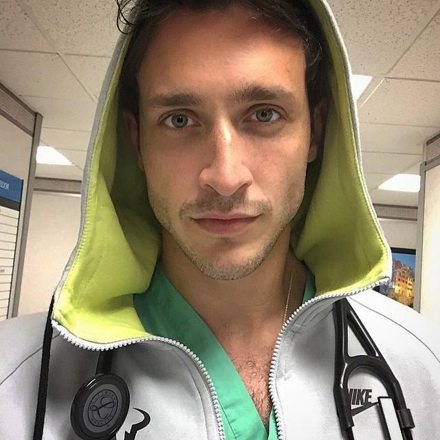 dottore-sexy-dr-mike-cane-husky-successo-internet-18