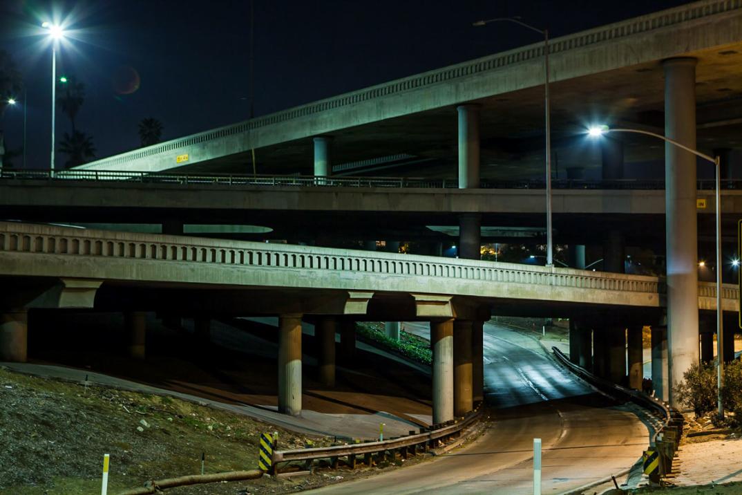 foto-notturne-freeway-strade-deserte-los-angeles-alex-scott-01