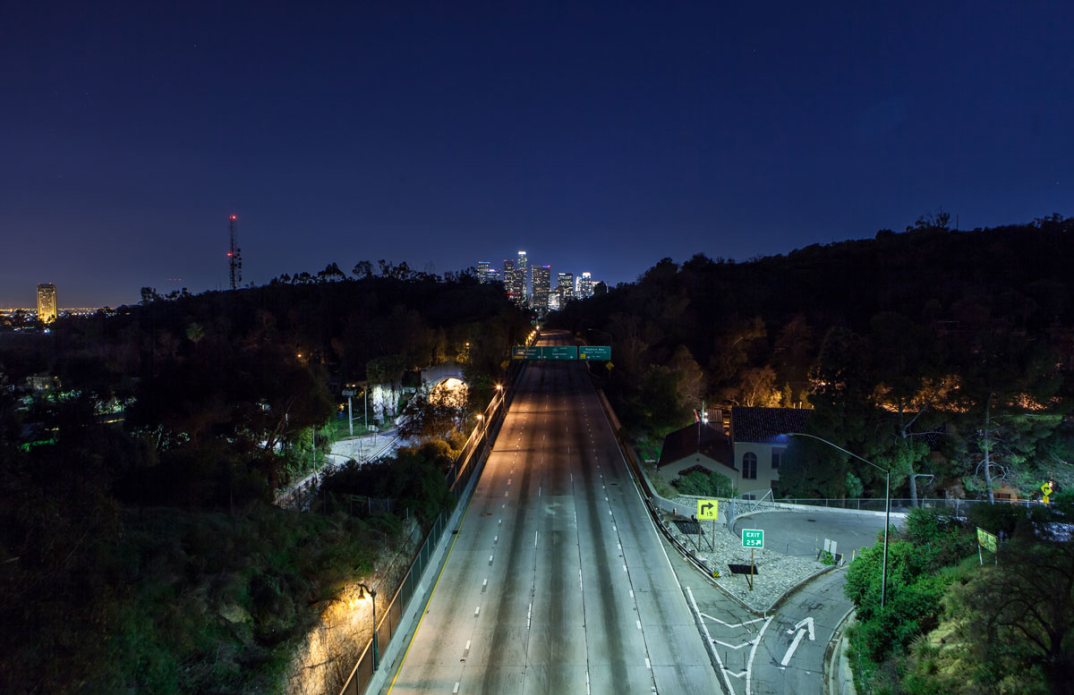 foto-notturne-freeway-strade-deserte-los-angeles-alex-scott-05