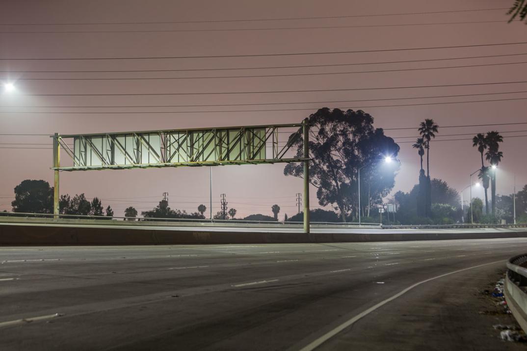 foto-notturne-freeway-strade-deserte-los-angeles-alex-scott-07