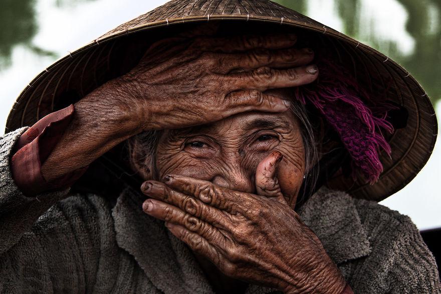 foto-ritratto-famoso-donna-vietnamita-anziana-rehahn-1