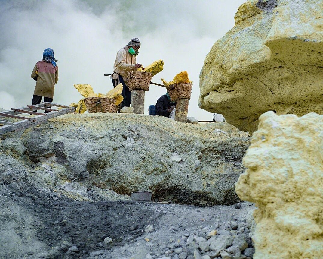 fotografia-minatori-zolfo-indonesia-davide-de-conti-04