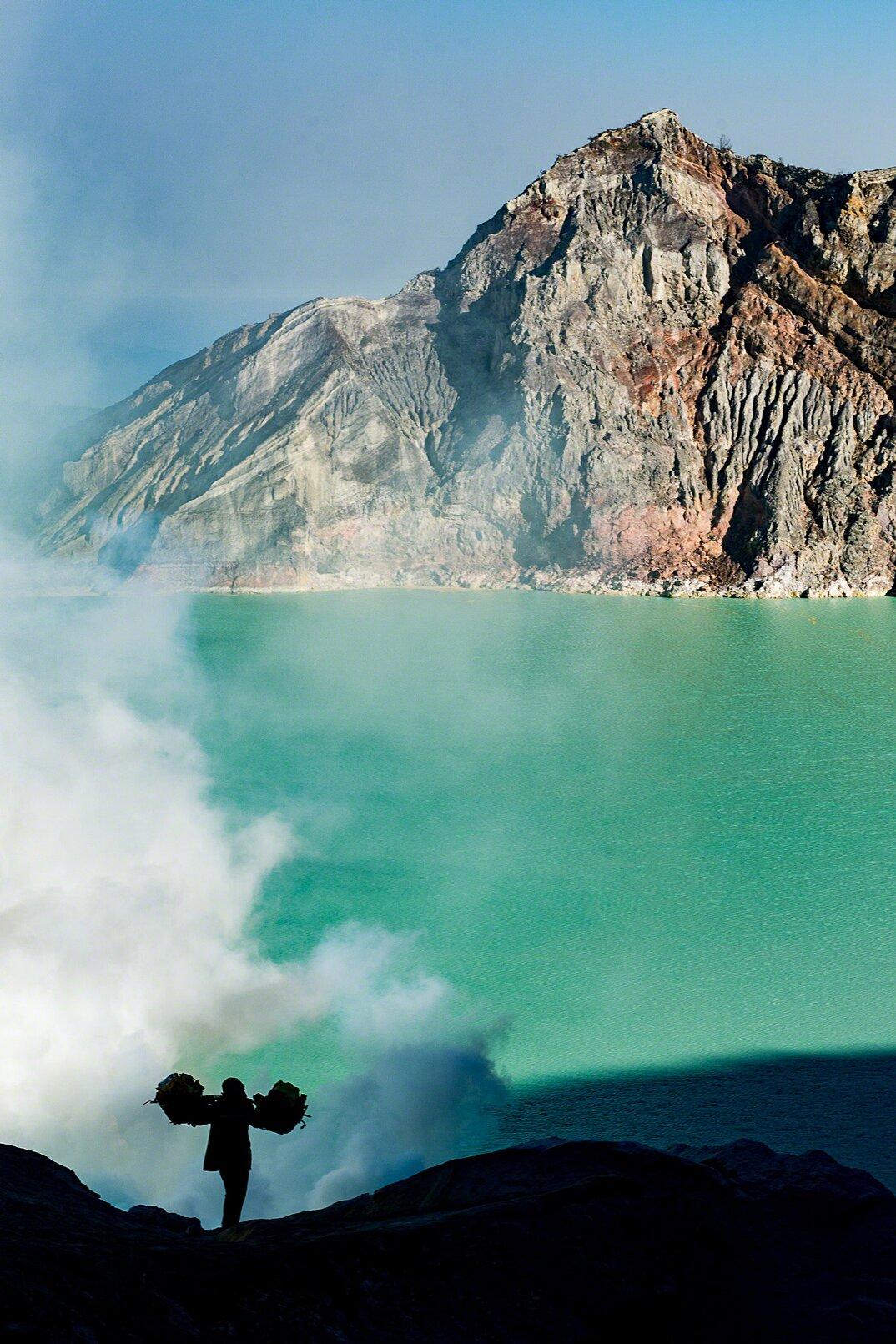 fotografia-minatori-zolfo-indonesia-davide-de-conti-07