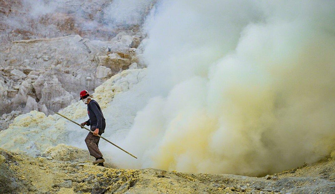 fotografia-minatori-zolfo-indonesia-davide-de-conti-12