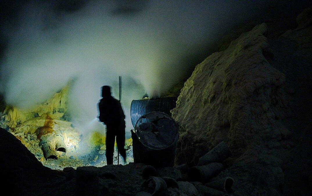 fotografia-minatori-zolfo-indonesia-davide-de-conti-13