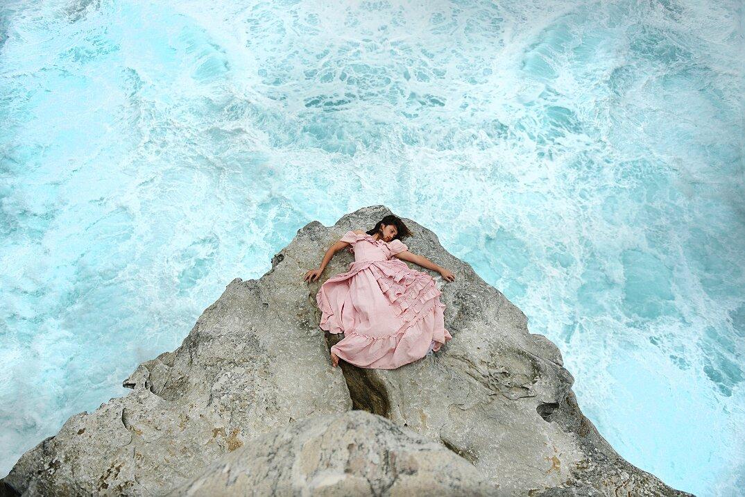 fotografia-surreale-femminile-donna-rosa-pink-prue-stent-02