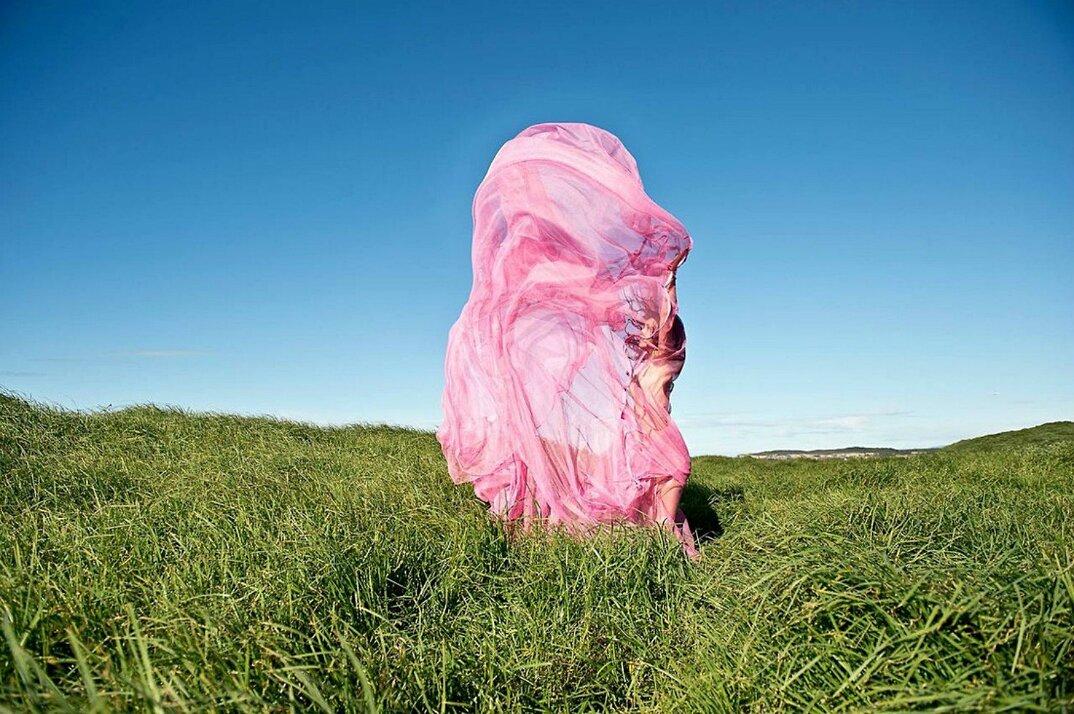 fotografia-surreale-femminile-donna-rosa-pink-prue-stent-10