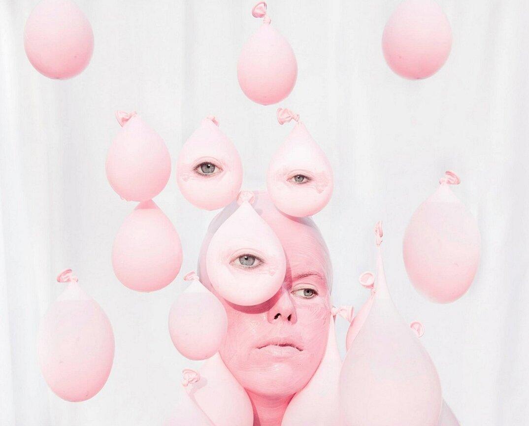 fotografia-surreale-femminile-donna-rosa-pink-prue-stent-17