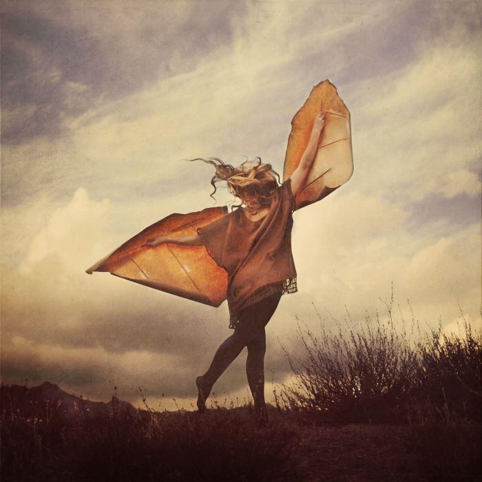 fotografie-surreali-cercano-bellezza-brooke-shaden-09