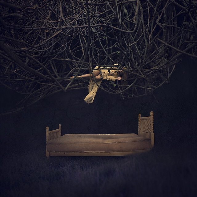 fotografie-surreali-cercano-bellezza-brooke-shaden-30