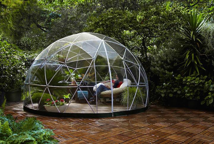 Un igloo Trasparente Offre Luogo Intimo Per Godersi