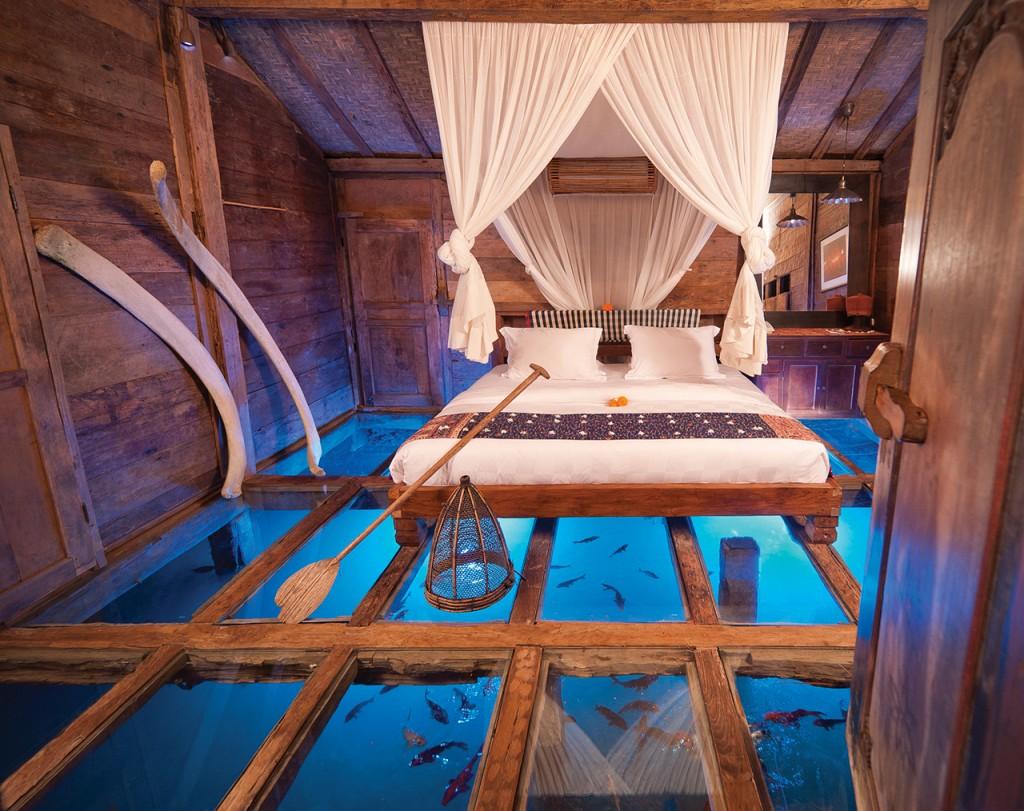 hotel-da-sogno-bali-pavimento-vetro-pesci-fiume-bambu-indah-01