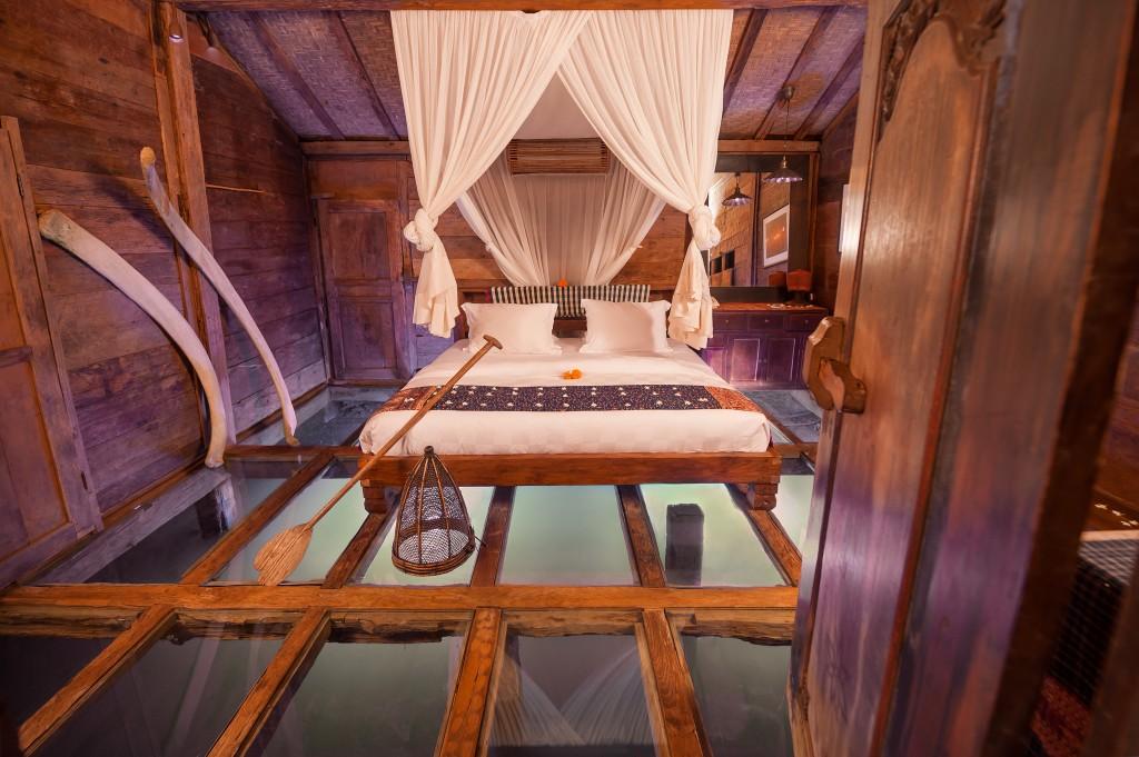 hotel-da-sogno-bali-pavimento-vetro-pesci-fiume-bambu-indah-03