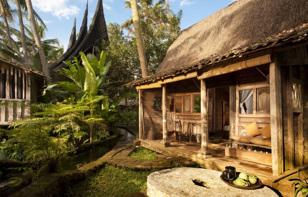 hotel-da-sogno-bali-pavimento-vetro-pesci-fiume-bambu-indah-04