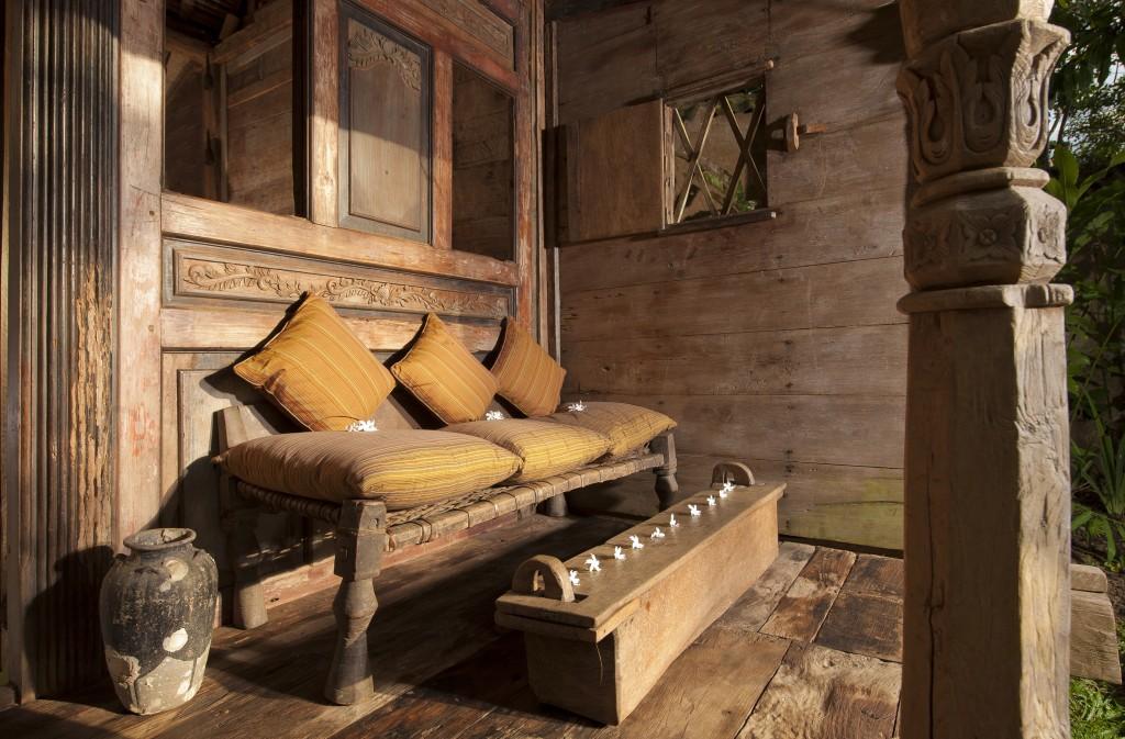 hotel-da-sogno-bali-pavimento-vetro-pesci-fiume-bambu-indah-05