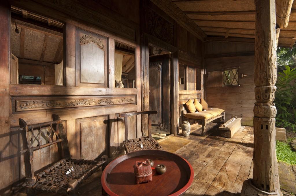 hotel-da-sogno-bali-pavimento-vetro-pesci-fiume-bambu-indah-06