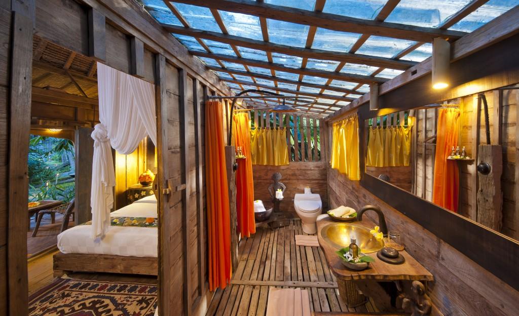 hotel-da-sogno-bali-pavimento-vetro-pesci-fiume-bambu-indah-09