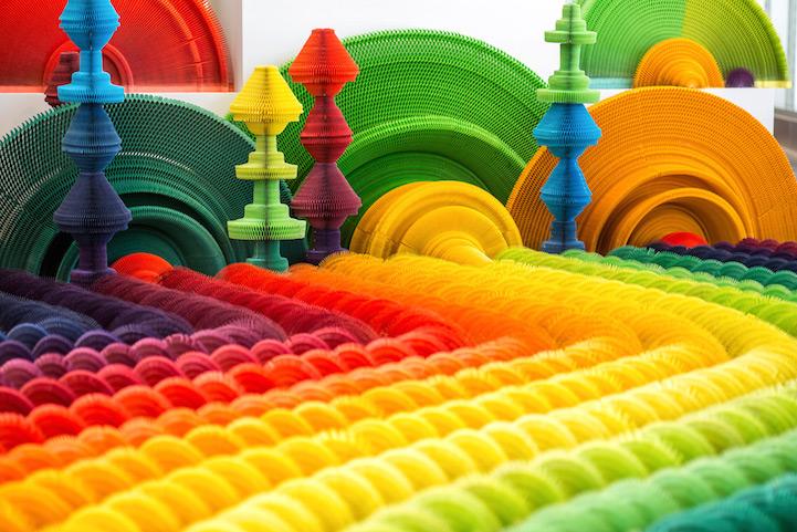 installazione-dinamica-carta-colorata-arcobaleni-contro-la-guerra-li-hongbo-2