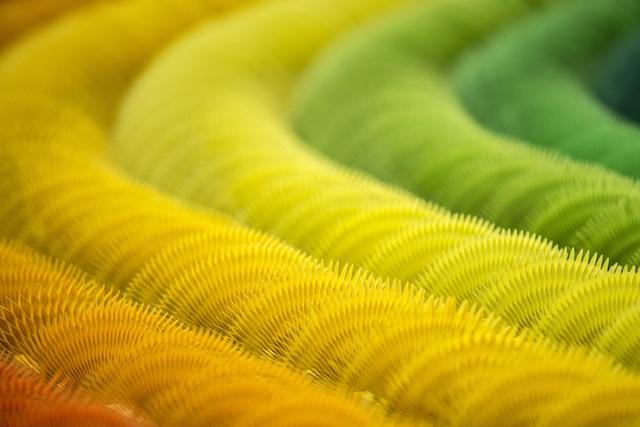 installazione-dinamica-carta-colorata-arcobaleni-contro-la-guerra-li-hongbo-6
