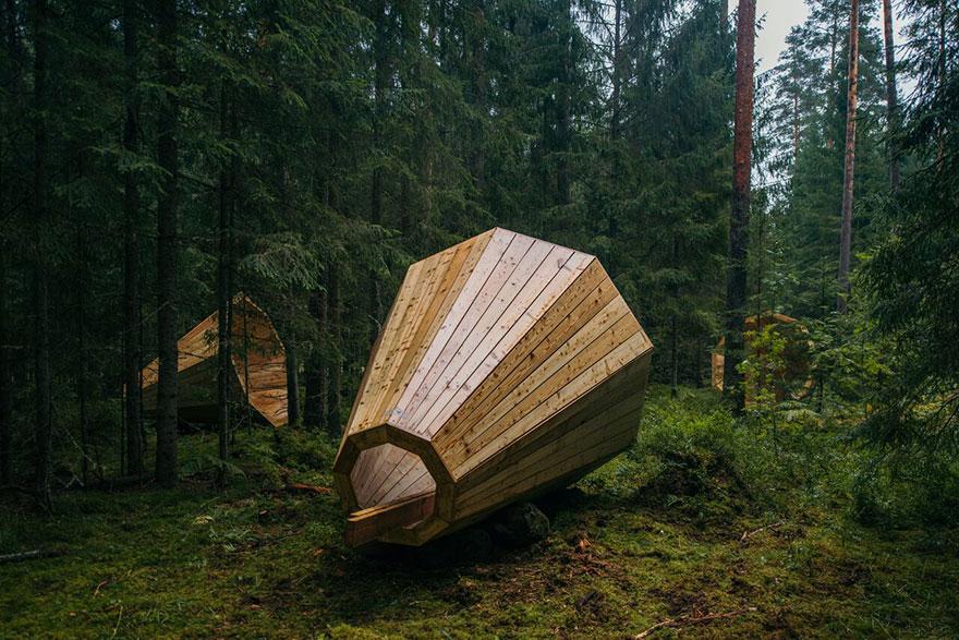 installazione-megafoni-giganti-legno-boschi-estonia-01