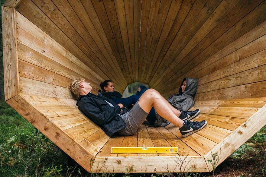 installazione-megafoni-giganti-legno-boschi-estonia-02
