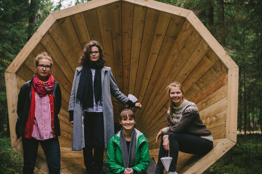 installazione-megafoni-giganti-legno-boschi-estonia-03