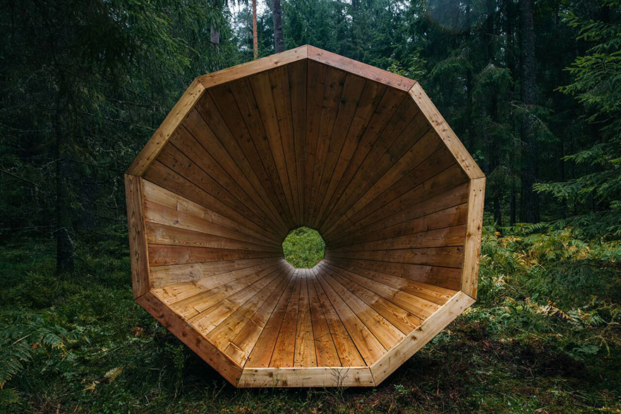 installazione-megafoni-giganti-legno-boschi-estonia-05