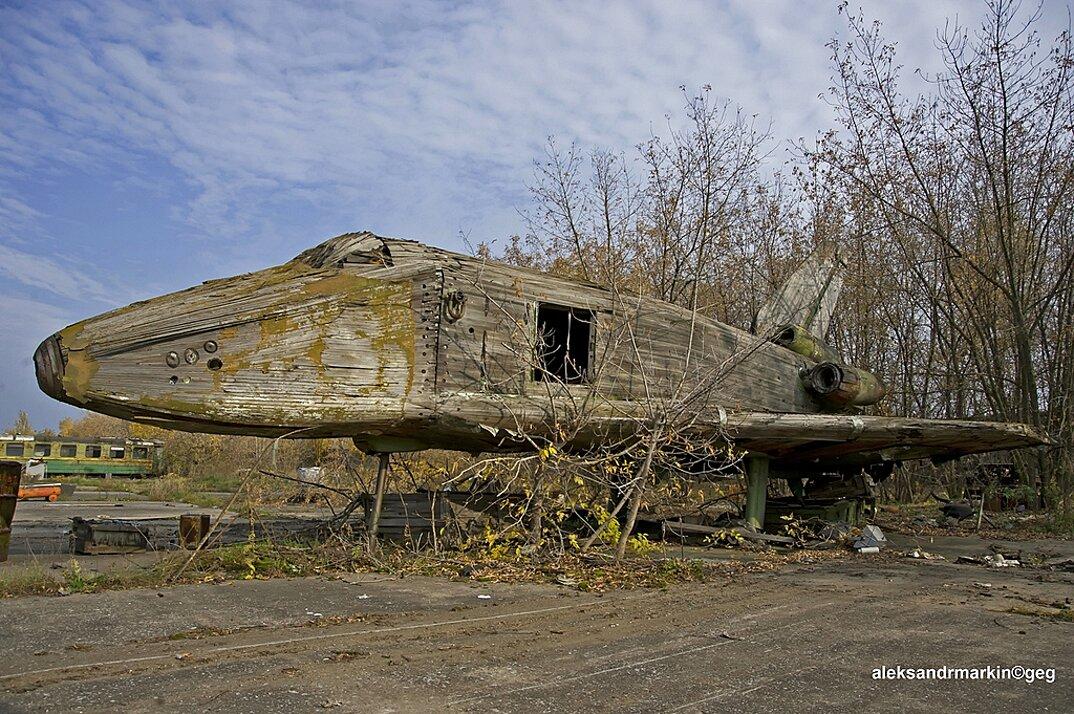 navetta-spaziale-sovietica-abbandonata-buran-di-legno-aleksander-markin-1