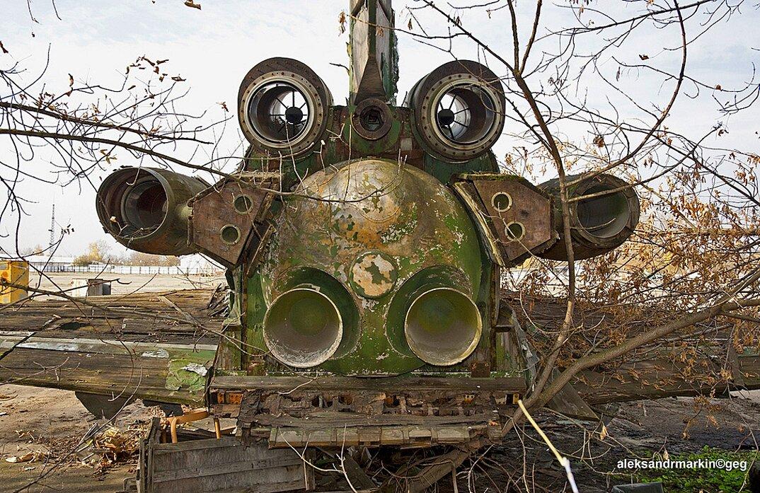 navetta-spaziale-sovietica-abbandonata-buran-di-legno-aleksander-markin-2