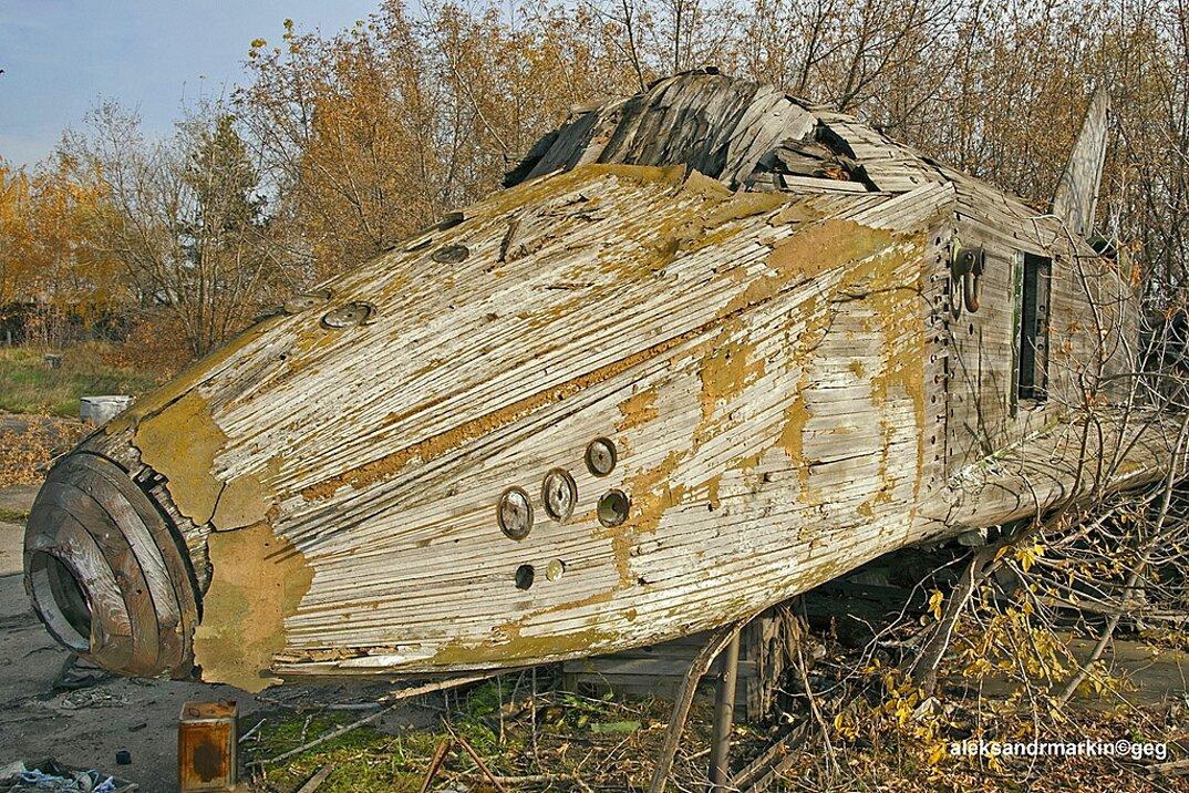 navetta-spaziale-sovietica-abbandonata-buran-di-legno-aleksander-markin-3